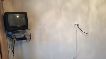 Before and after a TV upgrade and cables hidden in the wall …